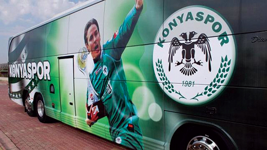 Det var i tyrkiske Konyaspor han begynte å oppfylle potensialet sitt, og ble lagets største stjerne der bildet av ham preget spillerbussen.